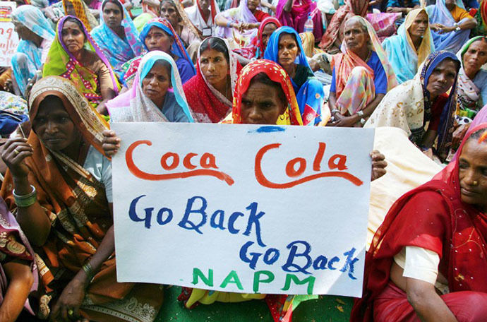 (FILES) In this photo Indian village women from Banaras in northern Uttar Pradesh state shout slogans as they demand the closure of Coca-Cola and PepsiCo factories due to fears over groundwater poisioning during a protest in New Delhi. (AFP Photo / Raveendran)