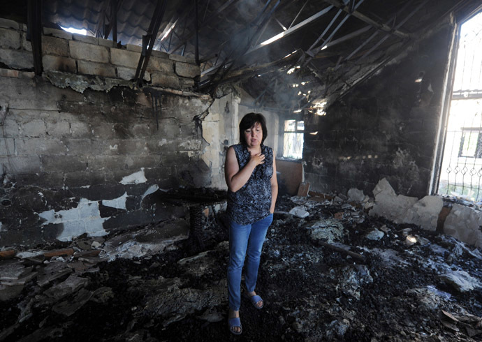 A woman stands in a cafe burnt during a night combat between Ukrainian and anti-government forces in the village of Semenovka, near the eastern Ukrainian city of Slavyansk, on May 22, 2014. (AFP Photo)