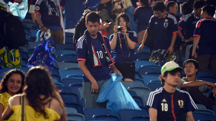 Best fans at World Cup? Japanese clean up stadium after team's matches (PHOTOS)