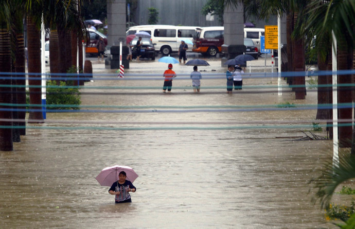 Residents wade through flood water along a street amid heavy rainfalls in Zengcheng, Guangdong province May 23, 2014. (Reuters)