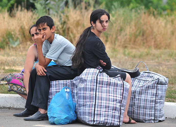 A family from southeastern Ukraine at a checkpoint in Donetsk, Rostov Region, June 20, 2014. (RIA Novosti / Sergey Pivovarov)