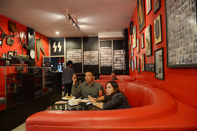 "Soldatenkaffe ""The Soldiers' Cafe"" in Bandung, Indonesia (AFP Photo / Adek Berry)"