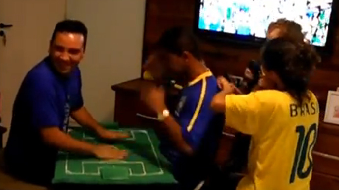 Live it! Blind and deaf Brazilian fan feels World Cup match through friend's hands (VIDEO)