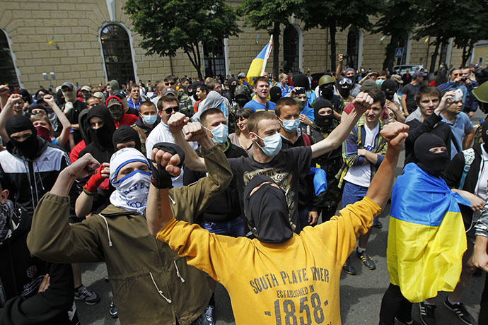 People with their faces covered take part in a pro-Ukrainian anti-separatist rally near Kiev Pechersk Lavra, in Kiev June 22, 2014. (Reuters / Valentyn Ogirenko)