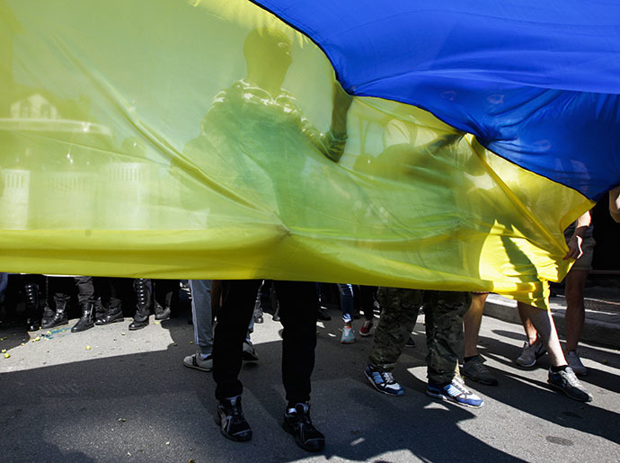 Activists of pro-Ukrainian radical group wave a Ukrainian national flag during a rally outside the Consulate department of Russian embassy in Kiev June 22, 2014. (Reuters / Valentyn Ogirenko)