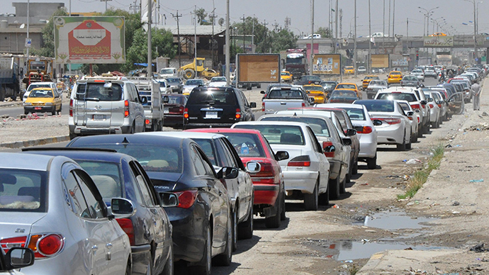 Iraqi motorists wait in line to get fuel for their vehicles following an assault on Iraq's main Baiji oil refinery on June 18, 2014 in Kirkuk (AFP Photo / Marwan Ibrahim)