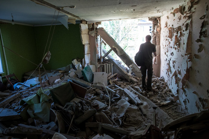 The consequences of Kiev military forces' artillery attack on apartment buildings in Slavyansk. (RIA Novosti/Andrey Stenin)
