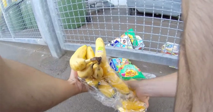 Food found in the trash cans of supermarkets (screenshot from youtube video by DUBANCHET Baptiste)