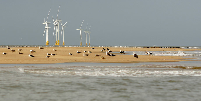 Scroby Sands, one of the UK's first commercial offshore wind farms near Blyth in Northumberland. The farm is owned and managed by E.ON. (AFP Photo / Shaun Curry)