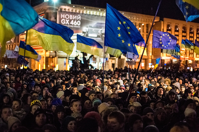 Participants in a rally protesting the suspension of an integration agreement between Ukraine and the European Union in Kiev on the night of November 27 (RIA Novosti / Andrey Stenin)