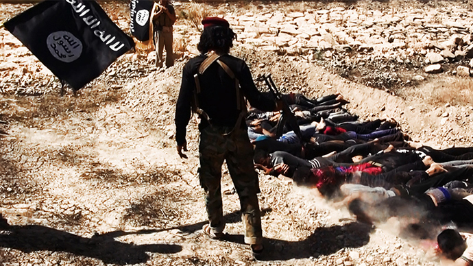 An image uploaded on June 14, 2014 on the jihadist website Welayat Salahuddin allegedly shows militants of the Islamic State of Iraq and the Levant (ISIL) executing dozens of captured Iraqi security forces members at an unknown location in the Salaheddin province (AFP Photo / HO)