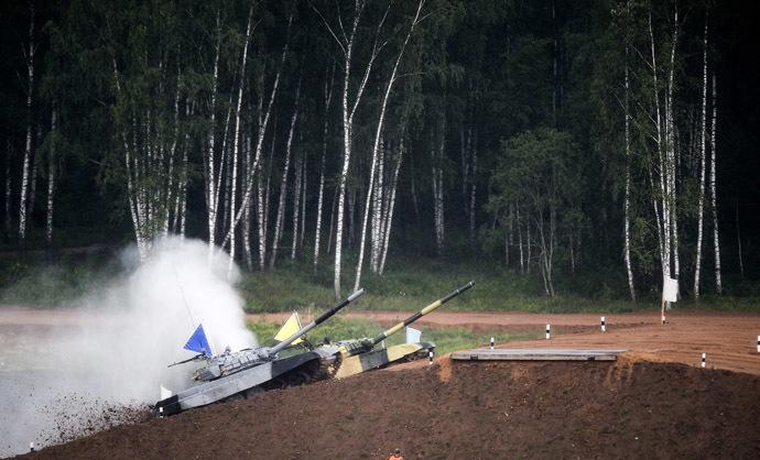 Tank crews of the Western and Eastern Military Districts during the Tank Biathlon 2014 competition. (RIA Novosti/Kirill Kallinikov)