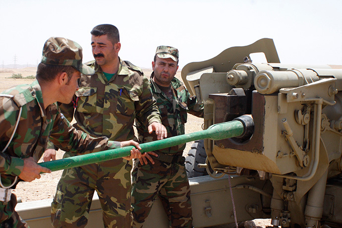 Kurdish Peshmerga troops prepare to fire a cannon during clashes with militants of the Islamic State in Iraq and the Levant (ISIL) in Jalawla, Diyala province June 29, 2014. (Reuters / Stringer)