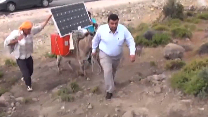 Solar power donkeys used as mobile chargers in Turkey (VIDEO)