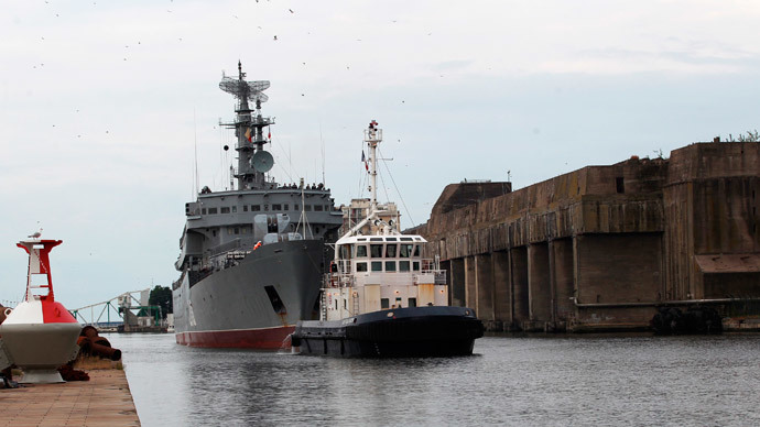Russian Navy sailors dock in France for Mistral warship training