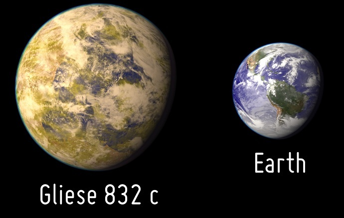 Artistic representation of the potentially habitable exoplanet Gliese 832 c as compared with Earth. Image by PHL / UPR Arecibo