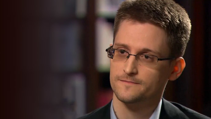 Snowden applies to extend asylum in Russia - lawyer