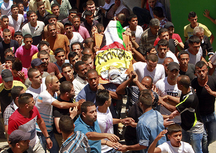 Mourners carry the body of Palestinian Yousouf Al-Zagha during his funeral at the West Bank refugee camp of Jenin July 1, 2014. (Reuters / Abed Omar Qusini)