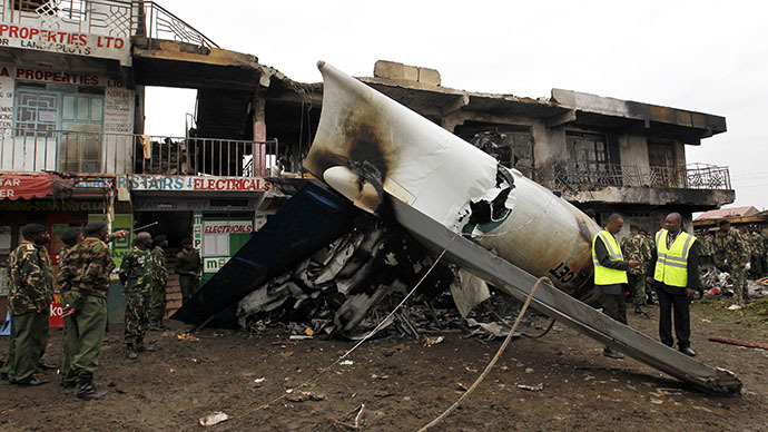 Security personnel secure the scene where a cargo plane crashed into a commercial building at the Utawala estate on the outskirts of Kenya's capital Nairobi, July 2, 2014. (Reuters / Thomas Mukoya)