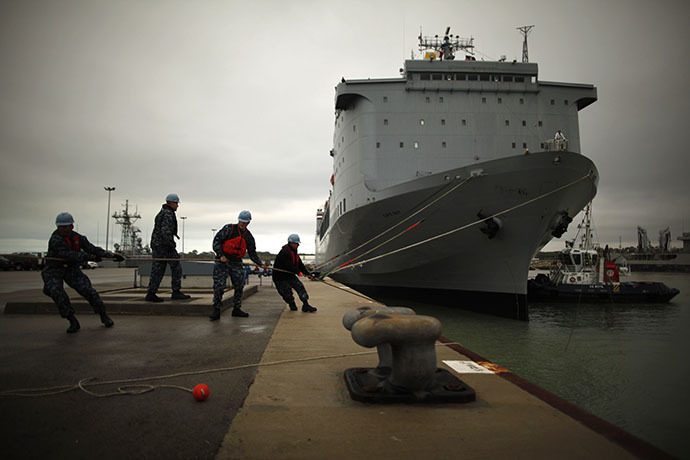 U.S dock workers tie mooring ropes as the U.S. MV Cape Ray berths at the naval airbase in Rota, near Cadiz, southern Spain February 13, 2014. (Reuters / Jon Nazca)