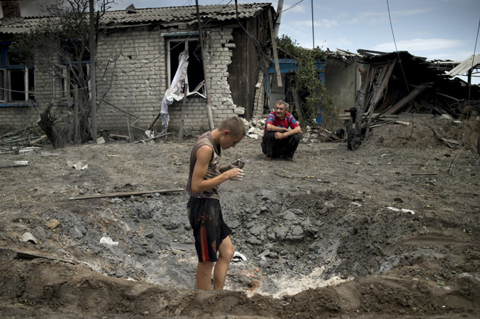 Local residents in the village of Luganskaya after the Ukrainian armed forces' air attack. (RIA Novosti/Valeriy Melnikov)