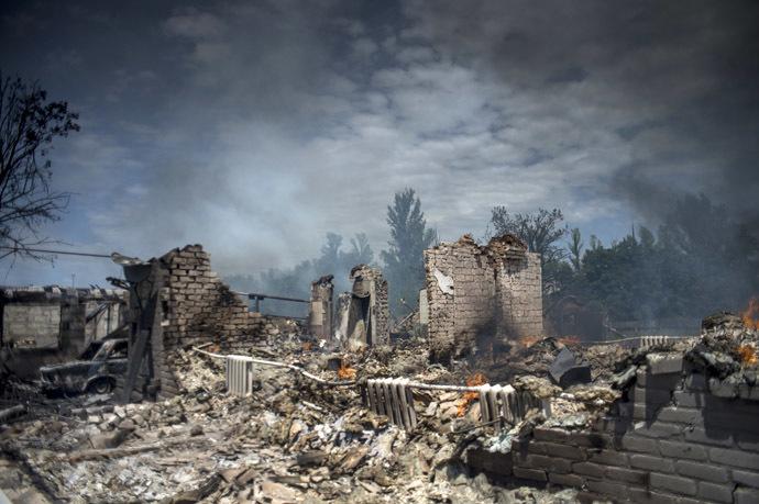 A house destroyed in the Ukrainian armed forces' air attack on the village of Luganskaya on July 2, 2014 (RIA Novosti/Valeriy Melnikov)