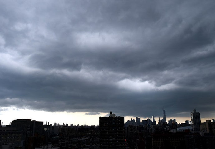 Dark clouds form over lower Manhattan as a major storm comes in over the city July 2, 2014. (AFP Photo / Timothy A. Clary)