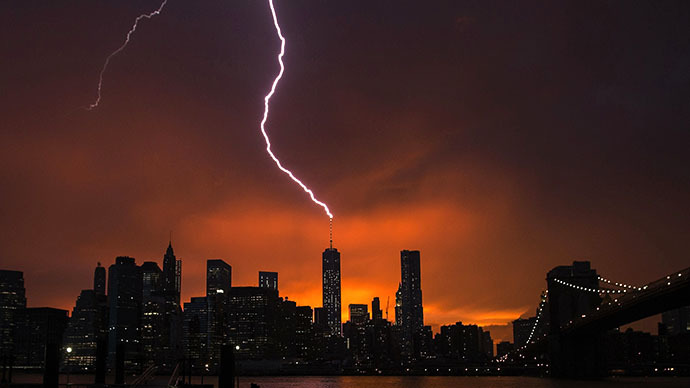 Arthur coming: Lightning hits One World Trade Center in NY thunderstorm