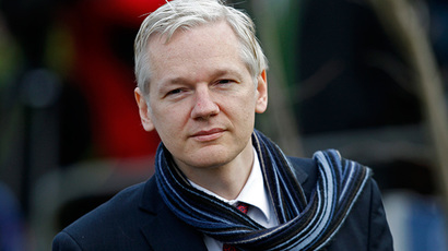 Swedish prosecutors keep up arrest warrant against Assange