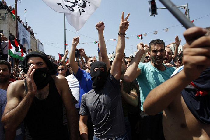 Thousands of mourners shout slogans as they gather for the funeral of Mohammad Abu Khdeir, 16, in Shuafat, in Israeli annexed East Jerusalem, on July 4, 2014. (AFP Photo / Thomas Coex)
