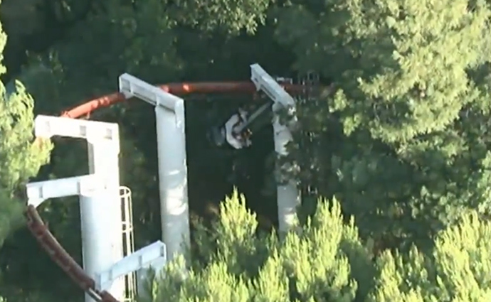A derailed car from the 'Ninja Ride' roller coaster (screenshot from youtube.com/channel/UCWjx2X2BaAk9Ya2_ojZ3Wtg)