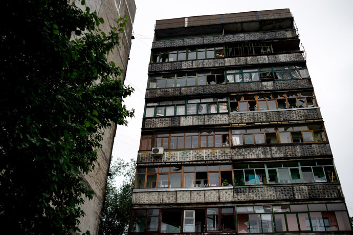 Broken windows in a residential building that was damaged by the mortar fire of Ukrainian forces in Lugansk. (RIA Novosti/Valeriy Melnikov)