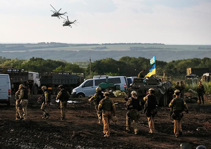 Ukrainian troops are seen near Slavyansk July 8, 2014 (Reuters / Gleb Garanich)