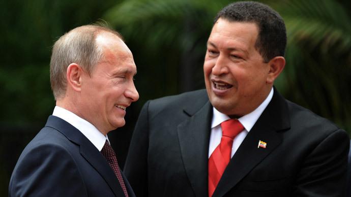 Hugo Chavez (R) with Russia's President Vladimir Putin.(AFP Photo / Juan Barreto)