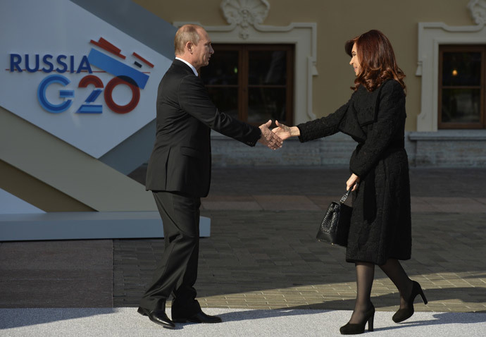 Russia's President Vladimir Putin (L) welcomes Argentina's President Cristina Fernandez de Kirchner at the start of the G20 summit on September 5, 2013 in Saint Petersburg.(AFP Photo / Eric Feferberg)