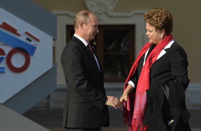 Russia's President Vladimir Putin (L) welcomes Brazil's President Dilma Rousseff at the start of the G20 summit on September 5, 2013 in Saint Petersburg.(AFP Photo / Eric Feferberg)
