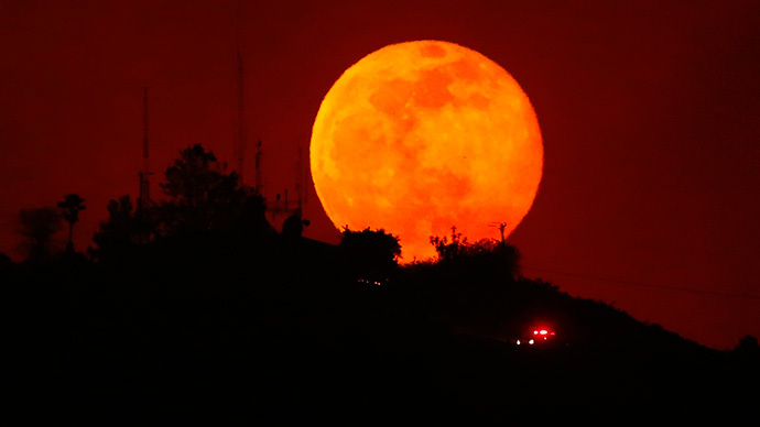 Supermoon rising over Earth this weekend