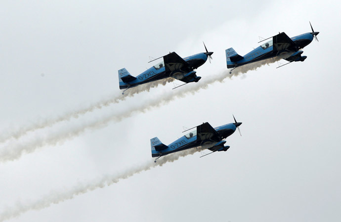 The Blades air display team perform at the Farnborough Airshow 2012 in southern England July 9, 2012. (Reuters/Luke MacGregor)