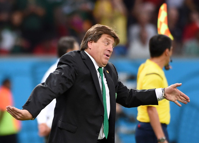 Mexico's coach Miguel Herrera gestures during a Group A football match between Croatia and Mexico at the Pernambuco Arena in Recife during the 2014 FIFA World Cup on June 23, 2014. (AFP Photo/Yuri Cortez)