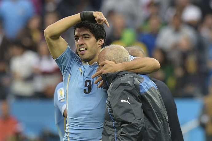 Uruguay's forward Luis Suarez (L) celebrates with celebrates with Walter Ferreira a member of the Uruguayan team after scoring during a Group D football match between Uruguay and England at the Corinthians Arena in Sao Paulo during the 2014 FIFA World Cup on June 19, 2014. (AFP Photo/Daniel Garcia)
