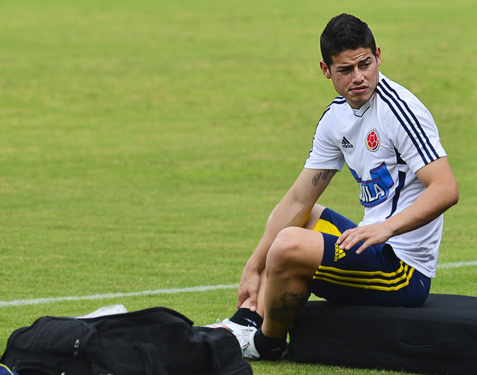 Colombian player James Rodrigues takes a break during a training session at the Metropolitan Stadium in Barranquilla on June 9, 2013. (AFP Photo/Luis Acosta)