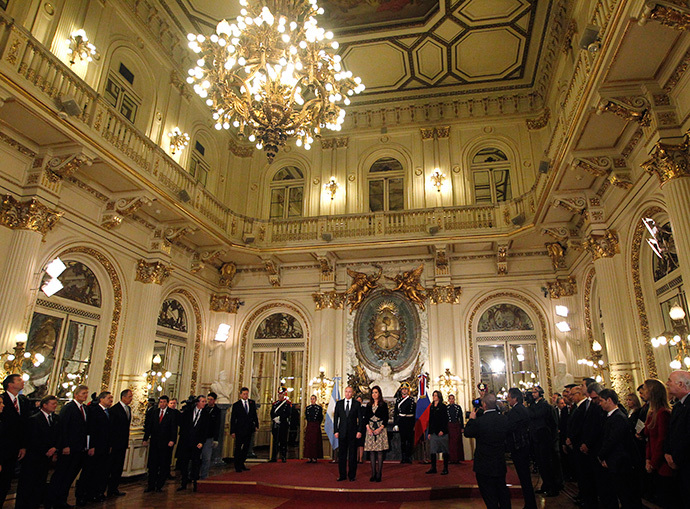 General view as Argentina's President Cristina Fernandez de Kirchner meets her Russian counterpart Vladimir Putin at the Casa Rosada presidential palace in Buenos Aires July 12, 2014. (Reuters / Enrique Marcarian)