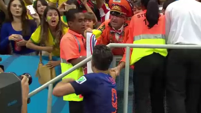Armband or even a medal? What Netherlands' most passionate fan got from the captain