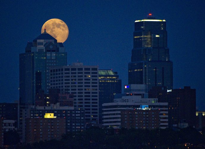 The Supermoon rises over downtown Kansas City, Missouri July 12, 2014. (Reuters/Dave Kaup)