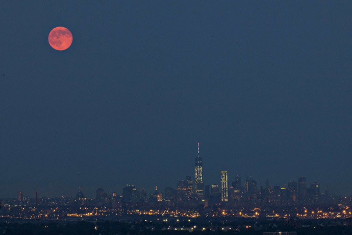 A super moon rises in the sky above Manhattan and One World Trade Center as seen from the Eagle Rock Reservation in New Jersey, July 12, 2014. (Reuters/Eduardo Munoz)