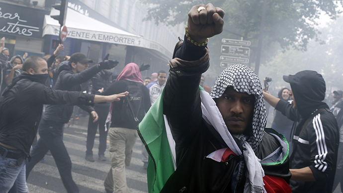 Pro-Palestinian march turns violent in Paris, synagogue attacked