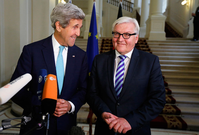 US Secretary of State John Kerry (L) and German Foreign Minister Frank-Walter Steinmeier (R) , in Vienna, on July 13, 2014.(AFP Photo / Jim Bourg)