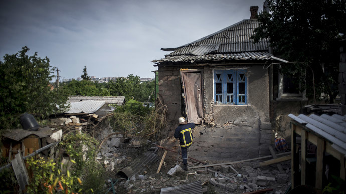 A house destroyed in the Ukrainian army's artillery attack on the town of Lugansk.(RIA Novosti / Valeriy Melnikov)