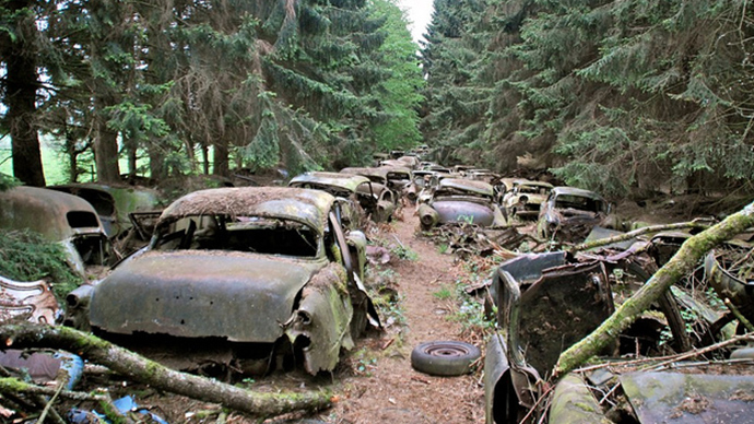 Most haunted car cemetery: 'WWII traffic' drowned in Belgian moss for 70 years (PHOTOS)