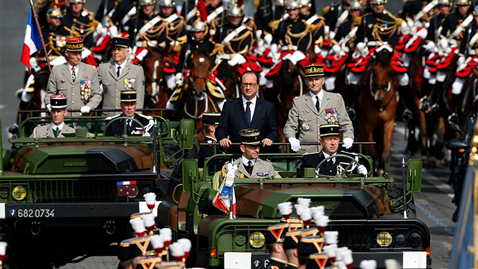 ​Hollande booed at French Bastille Day parade (VIDEO)